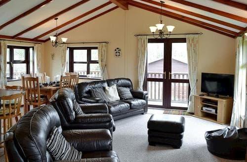 Last Minute Cottages - Stunning Looe Lodge S21025
