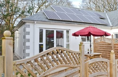 Last Minute Cottages - Quaint Truro And The Roseland Peninsula Cottage S21188