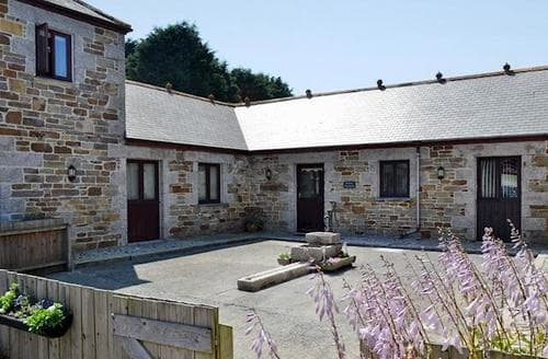 Last Minute Cottages - Cosy Helston And The Lizard Peninsula Cottage S25025