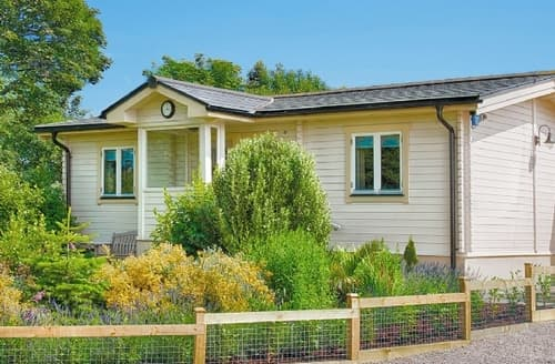 Last Minute Cottages - Excellent Helston And The Lizard Peninsula Lodge S21209