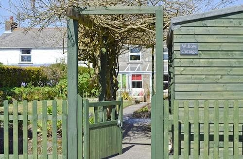 Last Minute Cottages - Superb Helston And The Lizard Peninsula Cottage S49739