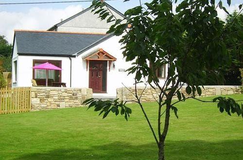 Last Minute Cottages - Adorable Marazion Apartment S93823