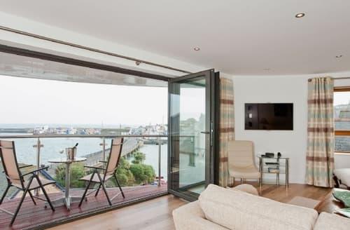 Last Minute Cottages - Quaint Penzance Apartment S21281