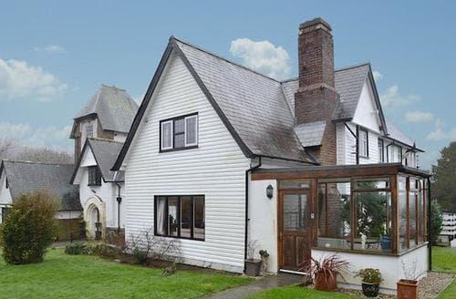 Last Minute Cottages - Attractive Beaumaris Cottage S22052