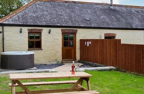 Last Minute Cottages - Tasteful Holyhead And Trearddur Bay Cottage S81348
