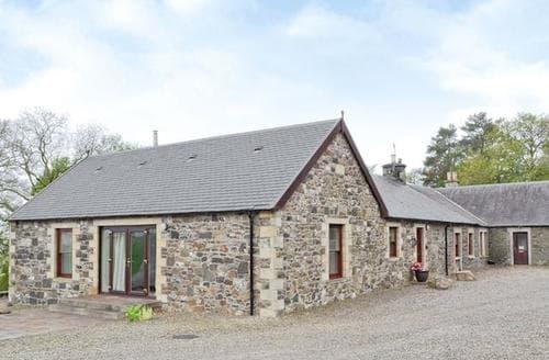 Big Cottages - Tasteful Biggar Cottage S23530