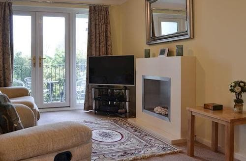 Last Minute Cottages - Beautiful Bowness On Windermere Apartment S78340
