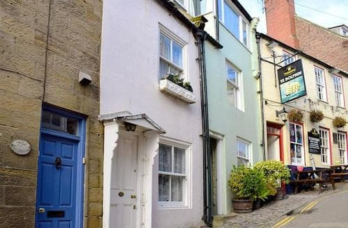 Last Minute Cottages - Wonderful Robin Hood's Bay Cottage S24578
