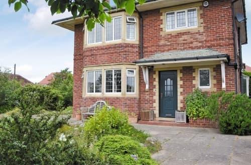 Big Cottages - Excellent Lytham St Annes Cottage S24665