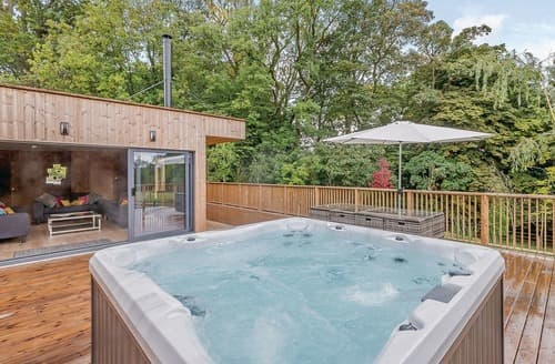 Last Minute Cottages - Gorgeous Henlle Lodge S122506