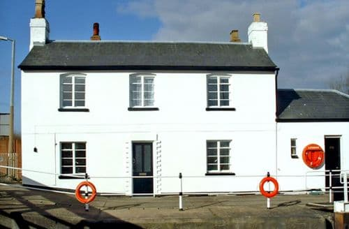 Last Minute Cottages - Captivating Gloucester House S2133