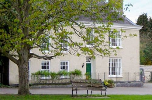 Last Minute Cottages - Lovely Wotton Under Edge House S2187