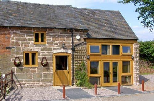 Last Minute Cottages - Lakeside Cottage