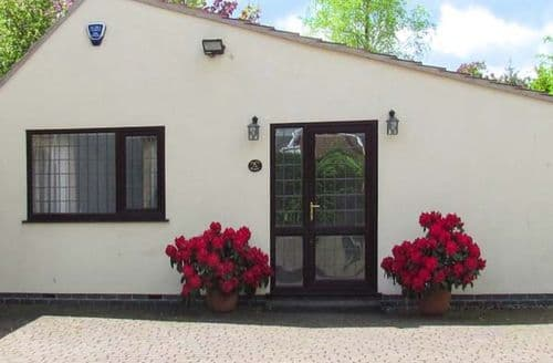 Last Minute Cottages - Beautiful Chesterfield Retreat S3496