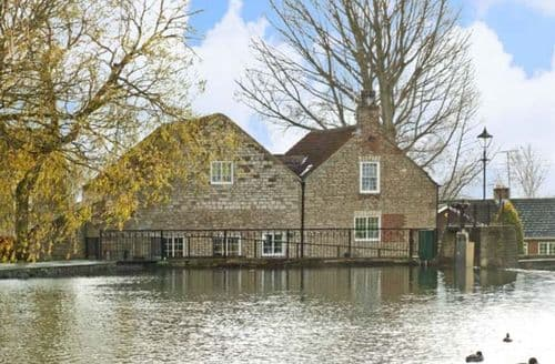 Last Minute Cottages - Cosy Doncaster Watermill S3754