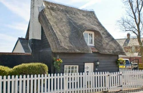 Last Minute Cottages - Attractive Walton On The Naze Thatch S2444