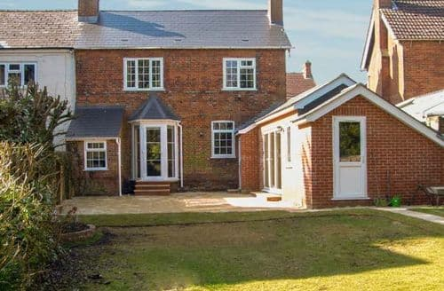 Last Minute Cottages - Exquisite Andover House S3828