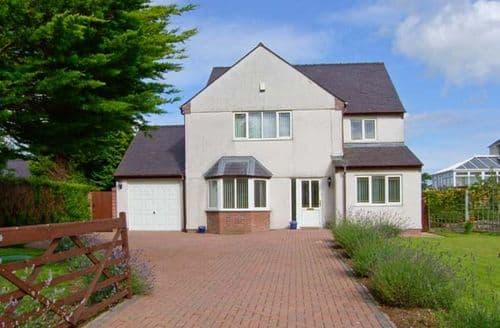 Big Cottages - Tasteful Pentraeth Meadows S5797