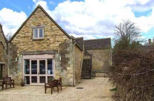 Last Minute Cottages - Charming Cirencester Barn S2616