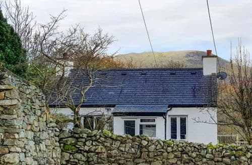 Last Minute Cottages - Gorgeous Bangor Isel S5933