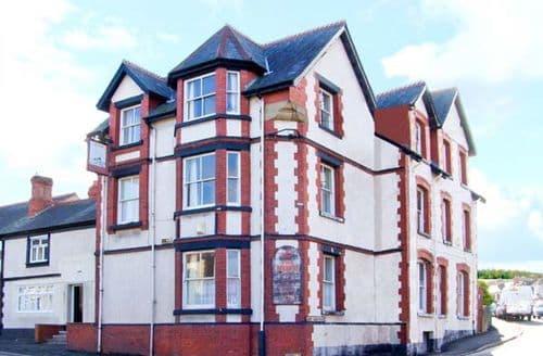 Big Cottages - Quaint Colwyn Bay Inn S5981