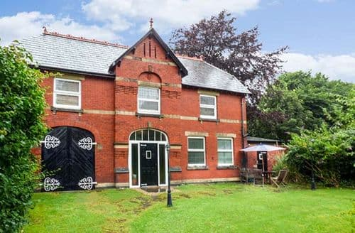 Last Minute Cottages - Inviting Southport Cottage S69846