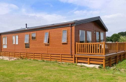Last Minute Cottages - Stunning Lincoln Swan S2675