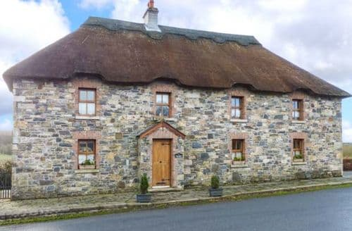 Big Cottages - Cosy Cootehill Cottage S43506