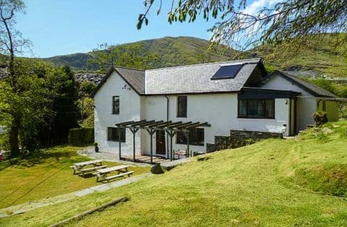 Last Minute Cottages - Plaswaenydd Lodge