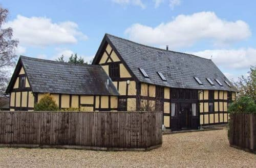 Last Minute Cottages - Cosy Hereford Barn S2768