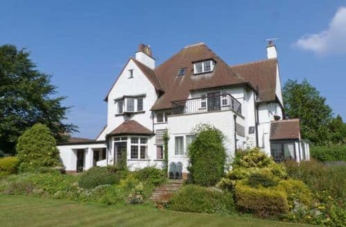 Last Minute Cottages - Inviting Hornsea Cottage S12537