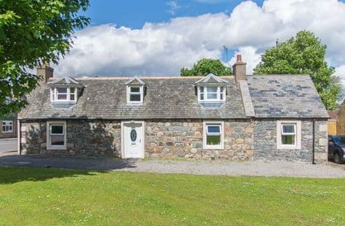 Big Cottages - Superb Ballindalloch Roo S6346