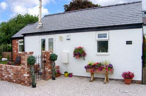 Last Minute Cottages - Adorable Chester Stable S6405