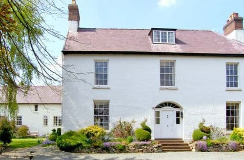 Last Minute Cottages - Quaint Bishops Castle Cottage S2875