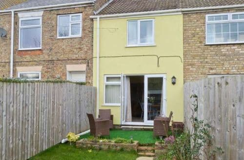 Last Minute Cottages - Cosy Hull Cottage S4578