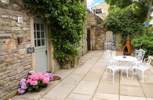 Last Minute Cottages - Cosy Addingham Cottage S9387