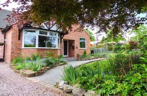 Last Minute Cottages - Excellent Chester Den S6526