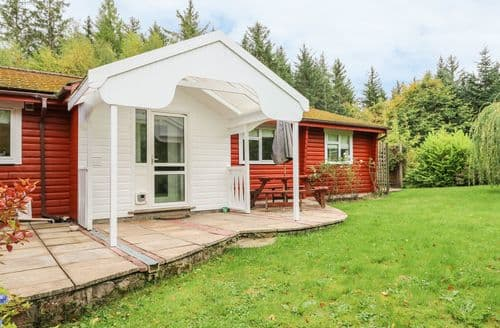 Last Minute Cottages - Delightful Strathpeffer Lodge S86425