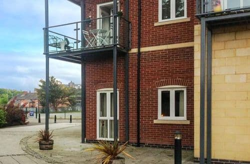 Last Minute Cottages - Cosy Chester Apartment S9597