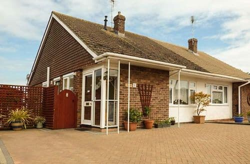 Last Minute Cottages - Inviting Holland On Sea Cottage S37103