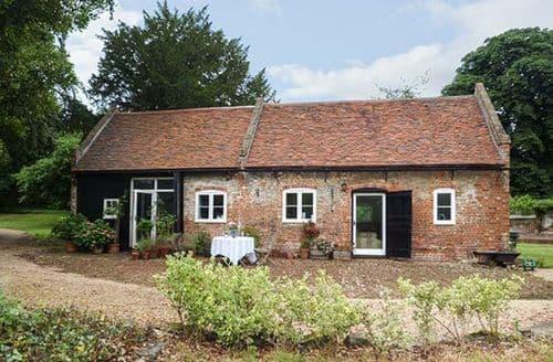 Last Minute Cottages - Gorgeous Upnor Cottage S60440