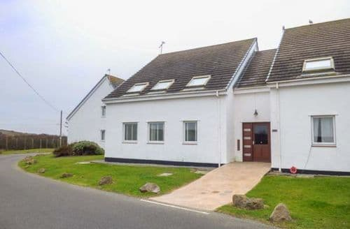 Big Cottages - Inviting Trearddur Apartment S46213