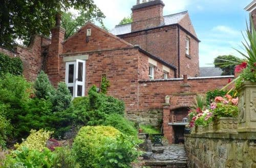 Last Minute Cottages - Wonderful Clay Cross Cottage S39348
