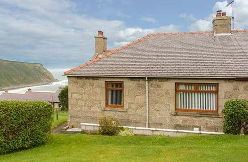 Big Cottages - Cosy Gardenstown Cottage S40545