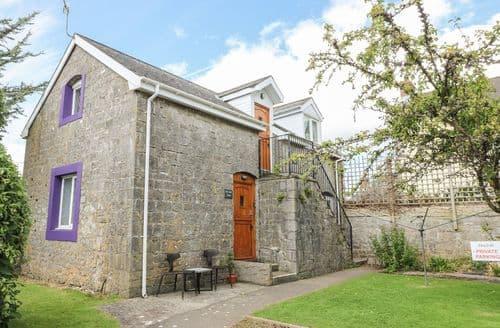 Last Minute Cottages - Quaint St. Florence Apartment S85305
