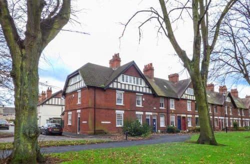 Dog Friendly Cottages - Charming Derby Cottage S43080