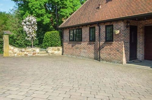 Last Minute Cottages - Lovely Sheffield Cottage S43734