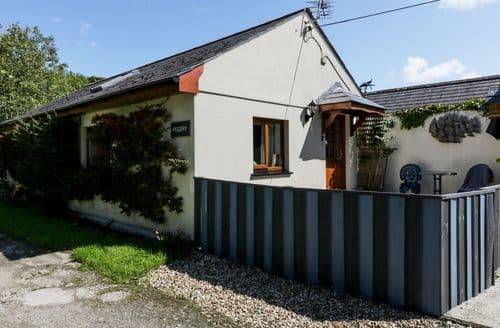 Last Minute Cottages - Inviting Bugle Cottage S71470