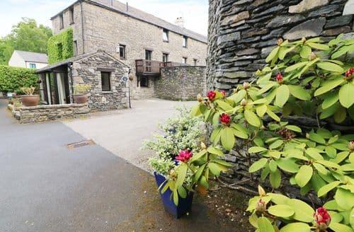 Last Minute Cottages - Cosy Lindale Cottage S100868