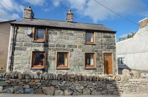 Last Minute Cottages - Luxury Penisa'r Waun Cottage S72919